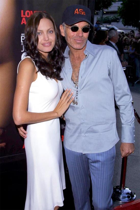Angelina Jolie và Billy Bob Thornton đeo lọ máu tới thảm đỏ năm 2001.