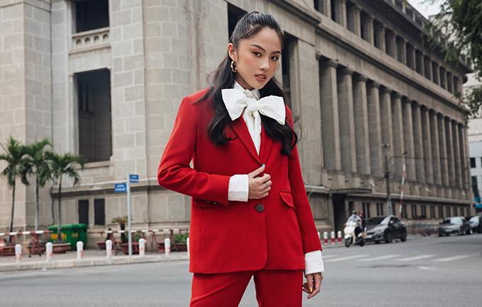 Gam đỏ tươi với hy vọng mọi sự khởi đầu tốt đẹp, thuận lợi cho năm mới thường được hội chị em công sở yêu thích.