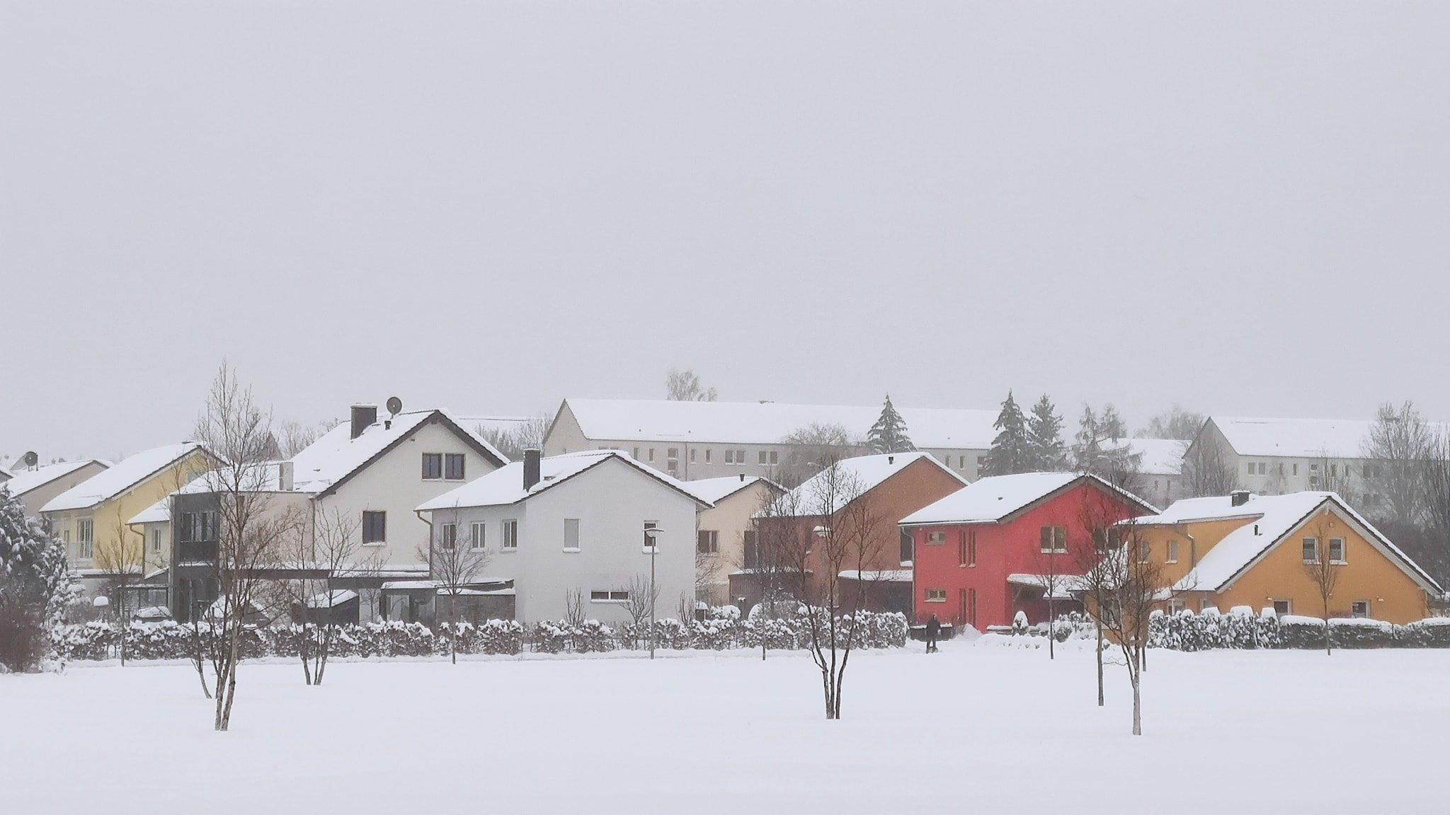 Buổi sáng ngày đầu năm mới, Lê Ngọc đón Tết trong khung cảnh tuyết trắng xoá tại Đức.