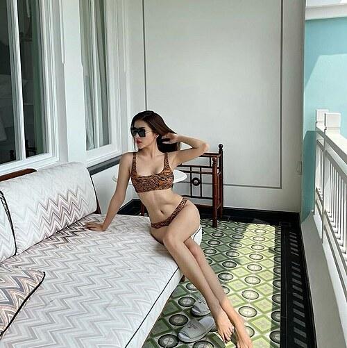 Á hậu Huyền My diện áo tắm check body sau Tết.