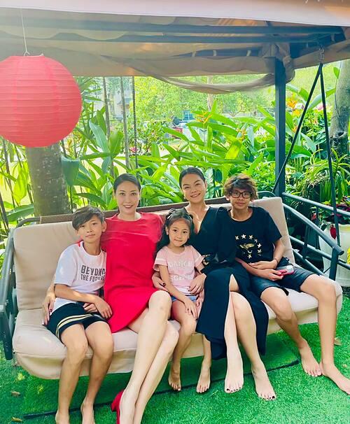 Ca sĩ Phạm Quỳnh Anh gặp gỡ gia đình hoa hậu Hà Kiều Anh chiều mùng 5 Tết.