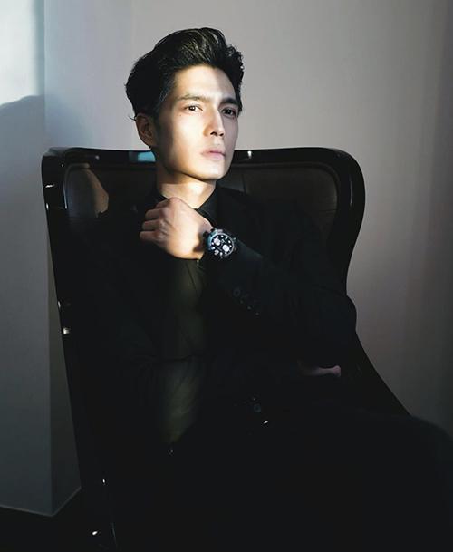 Bạn trai tin đồn Ngô Thanh Vân chuộng đồ đơn sắc