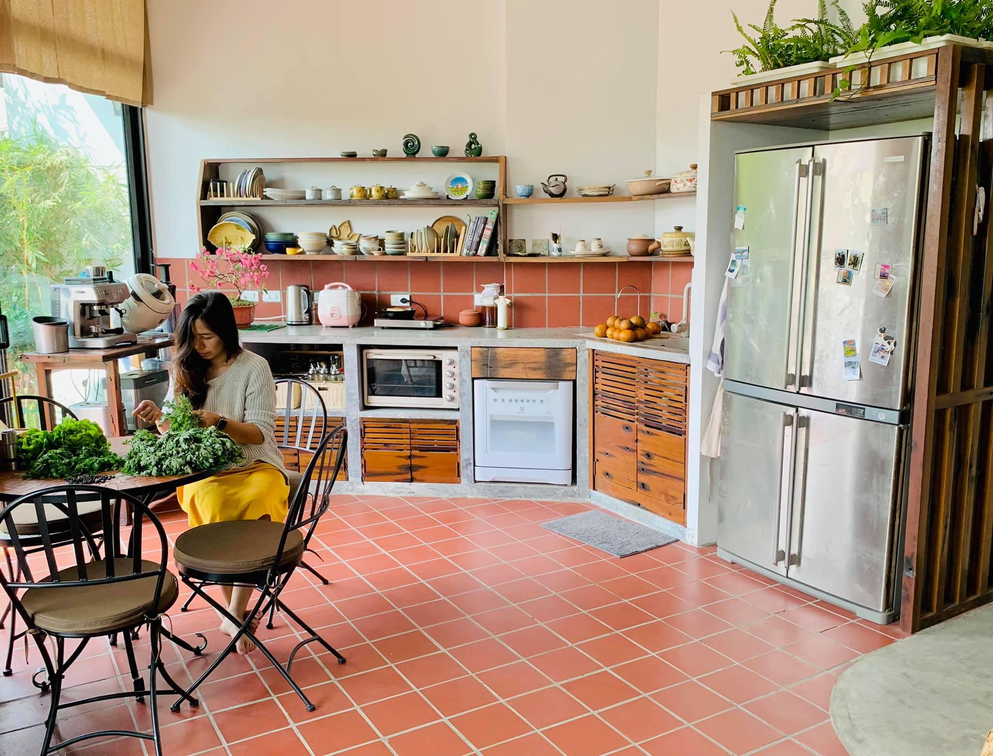 Tết về trong không gian bếp ấm cúng của cặp vợ chồng trẻ.