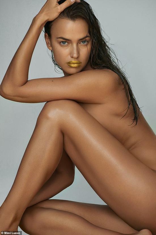 Irina Shayk chụp hình khỏa thân quảng cáo.