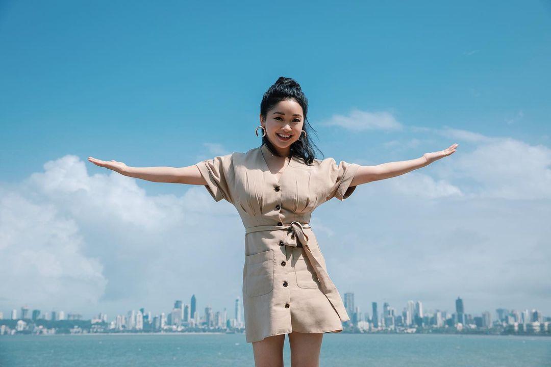 Lana hiện là đại sứ của hãng mỹ phẩm Neutrogena nên thường xuyên sử dụng kem chống nắng, mặt nạ giấy... của hãng này.