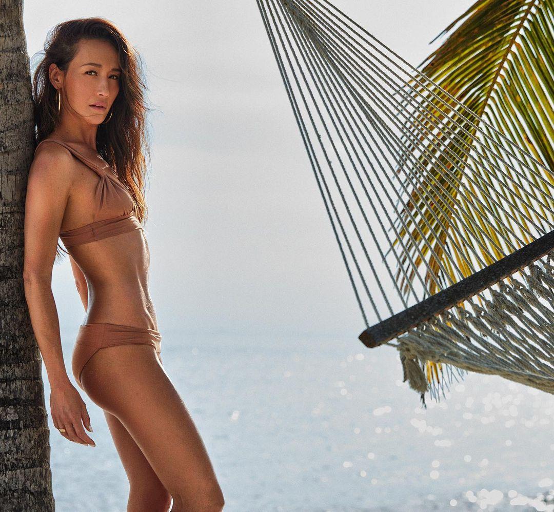 Maggie Q cao 168 cm, nhiều năm nay cô duy trì cân nặng ở mức 45-47 kg cùng số đo ba vòng là 78-63-82 cm.