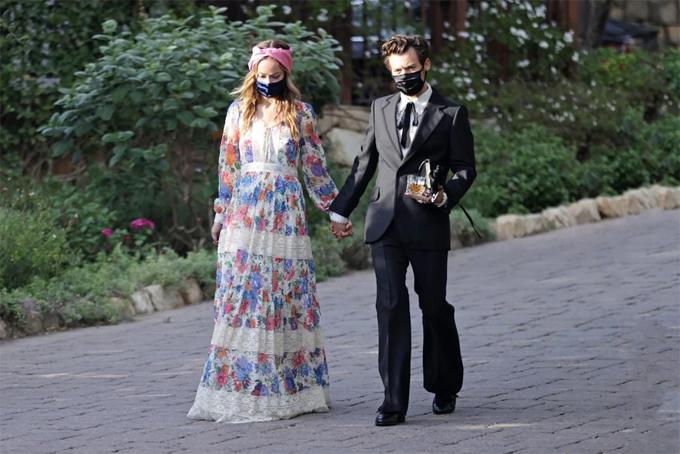 Harry và Olivia đi dự đám cưới một tháng trước.