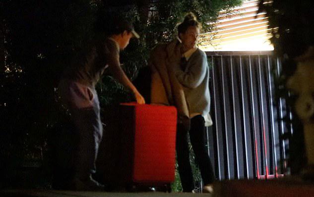 Nữ diễn viên đến nhà Harry Styles.