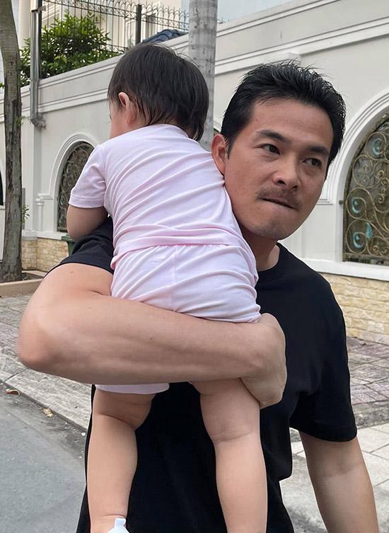 Quách Ngọc Ngoan lần đầu khoe ảnh chụp cùng con gái.
