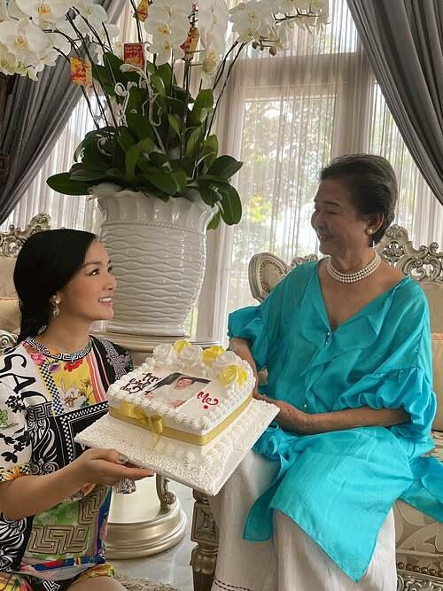 Giáng My mừng sinh nhật mẹ.