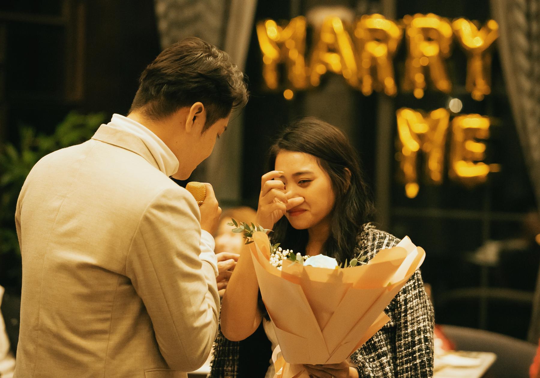 Trước khi yêu Kim Hoàng, anh từng bị lừa dối trong tình yêu, thậm chí có lúc mất niềm tin. Nhưng chính Kim Hoàng là người thay đổi điều đó ở anh.