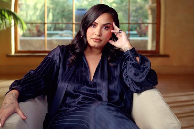 Demi Lovato trong phim tài liệu về cuộc đời sóng gió của cô hai năm qua.