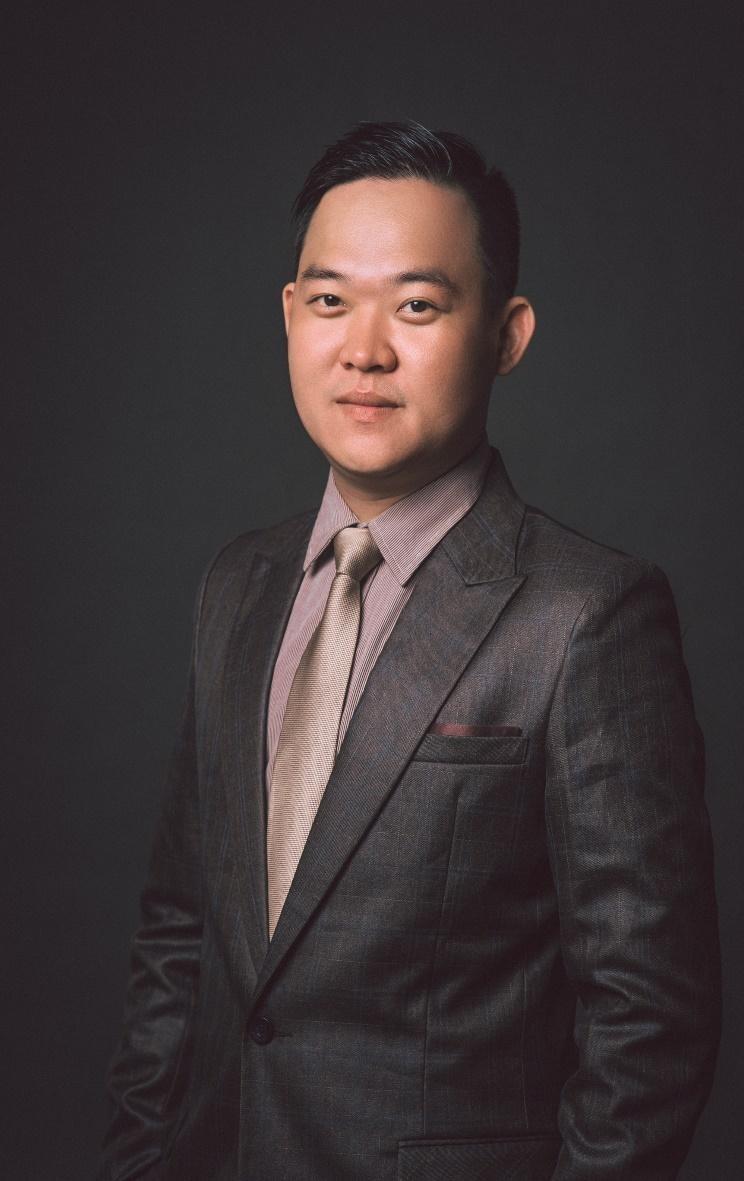 Anh Lê Hùng Phi hiện là kỹ sư cho công ty ở Canada, định hướng du học và dạy tiếng Anh cho nhiều bạn trẻ.