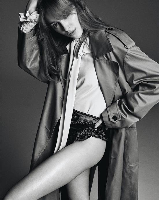 Giống nhân vật Daphne trong phim, Phoebe là một cô gái độc lập, tự tin, mạnh mẽ. Cô sẵn sàng thử sức trong nhiều kiểu vai diễn và không ngại đóng cảnh nóng.