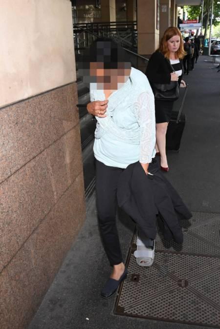 Người vợ, một trong hai bị cáo phải hầu tòa, hôm 10/2. Ảnh: AAP.