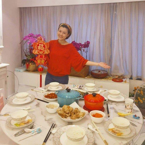 Trần Nhân Mỹ khéo tay, thường vào bếp làm món ngon thết chồng con.