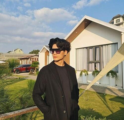 CEO Huy Trần đăng ảnh do người yêu chụp trong chuyến du lịch ở Đà Lạt. Anh được cho là đang hẹn hò với diễn viên Ngô Thanh Vân dù không chính thức thừa nhận.