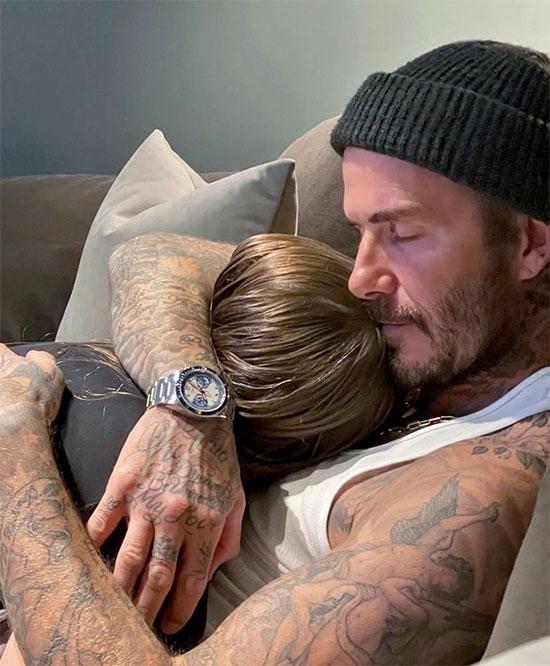 Becks hạnh phúc tận hưởng thời gian ôm ấp con gái Harper. Ảnh: Instagram.