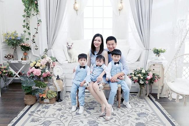 Vợ chồng Hoa hậu Diệp Thúy Thúy và ba con.