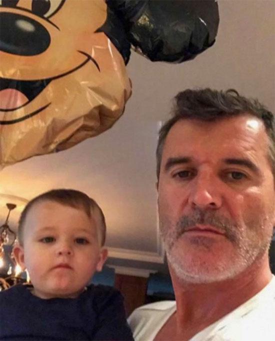 Cựu danh thủ Roy Keane bên cháu. Ảnh: Instagram.