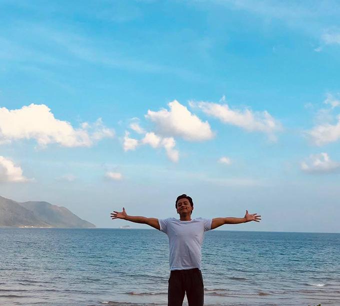 Không chỉ dành tình yêu đặc biệt cho Đà Lạt, Mai Tài Phến cũng từng nghỉ dưỡng tại nhiều vùng biển trong nước. Đặc biệt, anh chàng ít tìm đến các resort sang trọng mà thường thích những bãi biển tự nhiên.