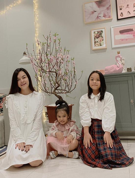 Phạm Quỳnh Anh vừa đón năm mới ấm áp cùng hai con gái.