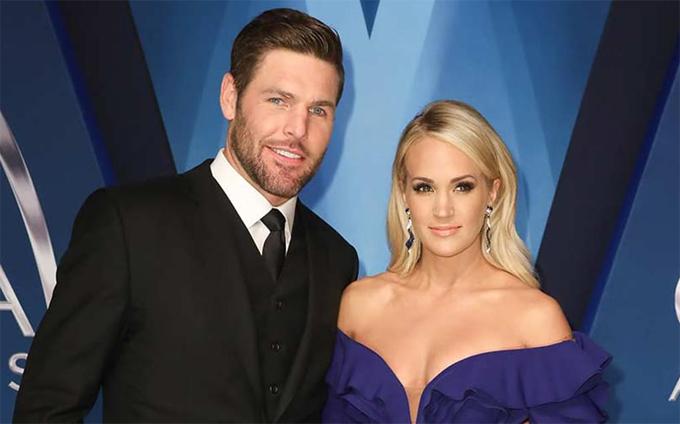 Ca sĩ Carrie Underwood tiết lộ trên tạp chí Slate năm 2007 rằng cô sẽ chỉ trao thân cho người chồng tương lai của mình. Sau đó Carrie kết hôn với cầu thủ hockey Mike Fisher năm 2010 ở tuổi 27.