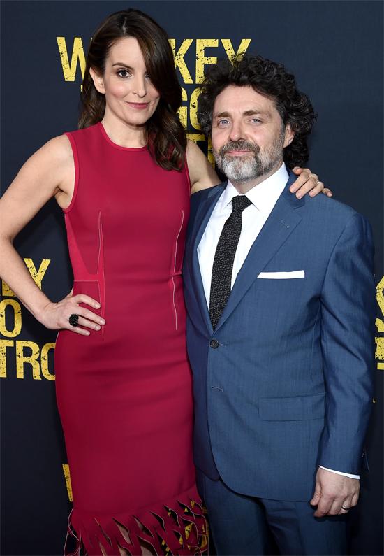 Nữ diễn viên Tina Fey còn trinh cho đến năm 24 tuổi khi cô kết hôn với đạo diễn kiêm nhà sản xuất phim Jeff Richmond. Tôi không thể trao thân trước khi cưới. Đó là một giá trị Cơ đốc giáo tốt đẹp, Tina giải thích.