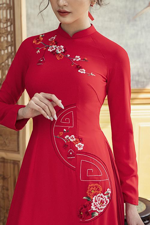 Chi tiết thêu tay sắc nét giúp nói lên giá trị thẩm mỹ của áo dài ngày cưới.