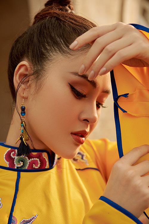 Trong các show của NTK Nhật Dũng, Lý Kim Thảo hưởng giữ vị trí mở màn. Cô được đánh giá cao ngoại hình và khả năng làm chủ sân khấu, vóc dáng đặc biệt hợp trang phục áo dài.
