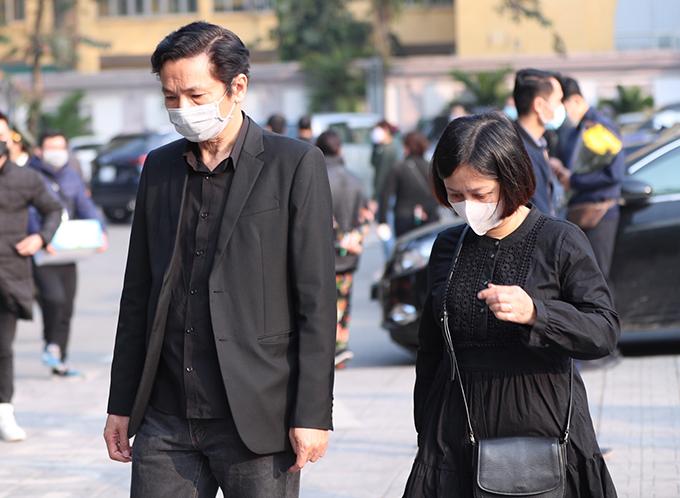 NSND Trung Anh và vợ đến dự lễ viếng.