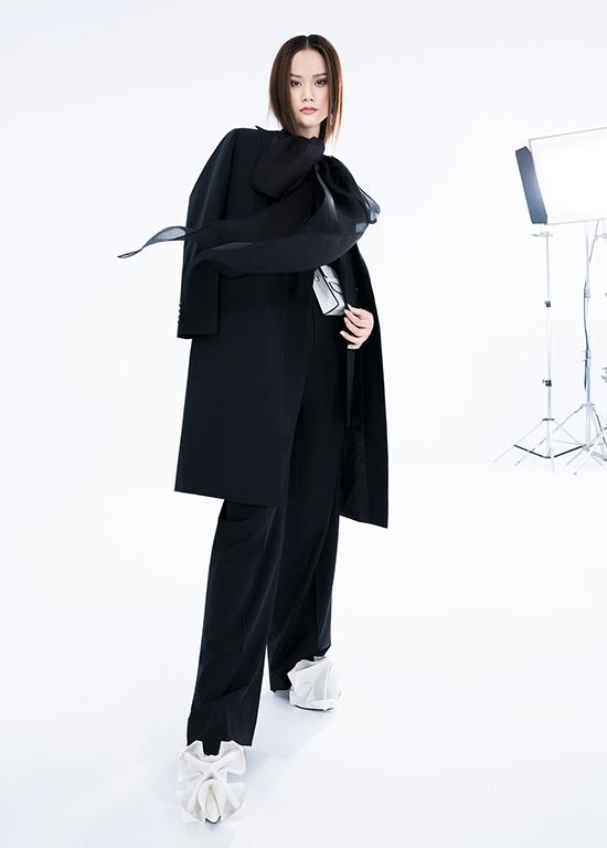 22h ngày 19/2 (giờ Việt Nam), Trần Hùng ra mắt bộ sưu tập mang tên La Muse trong khuôn khổ London Fashion Week Thu đông 2021 trên nền tảng trực tuyến với các kênh YouTube và TikTok chính thức của anh.