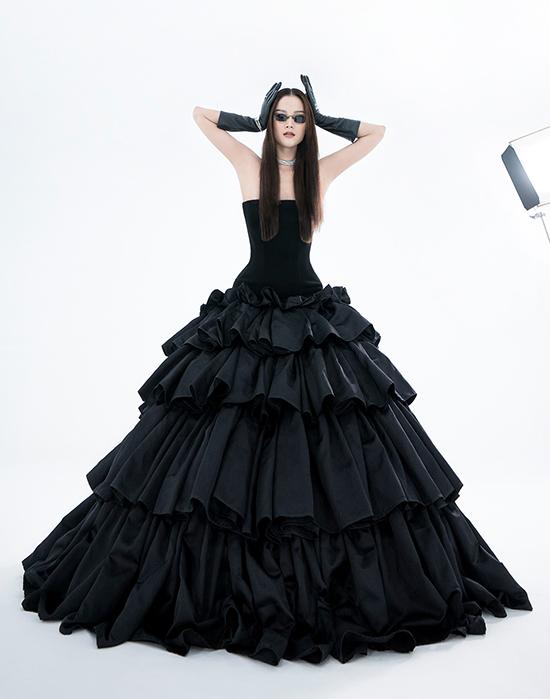 La Muse là bộ sưu tập thứ 5 của Trần Hùng được xuất hiện trên trang chủ London Fashion Week, sau các bộ sưu tập: Feminism, Menswear, Revival và Musée dArt.