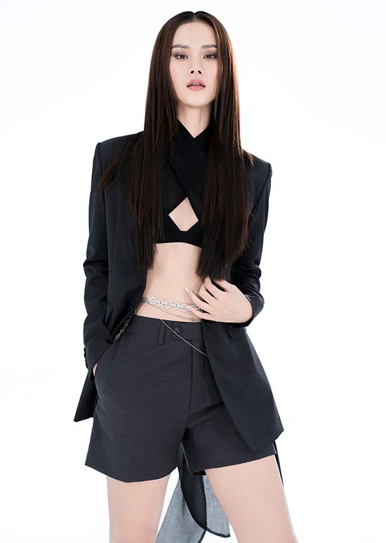 Trần Hùng sinh năm 1988 tại Yên Bái, được biết đến từ cuộc thi Project Runway Vietnam 2015. Ngôi vị á quân 1 giúp anh có cơ hội theo đuổi sự nghiệp thiết kế thời trang. Sản phẩm của Trần Hùng được đánh giá cao về kỹ thuật cắt may, thiết kế và dựng mẫu.