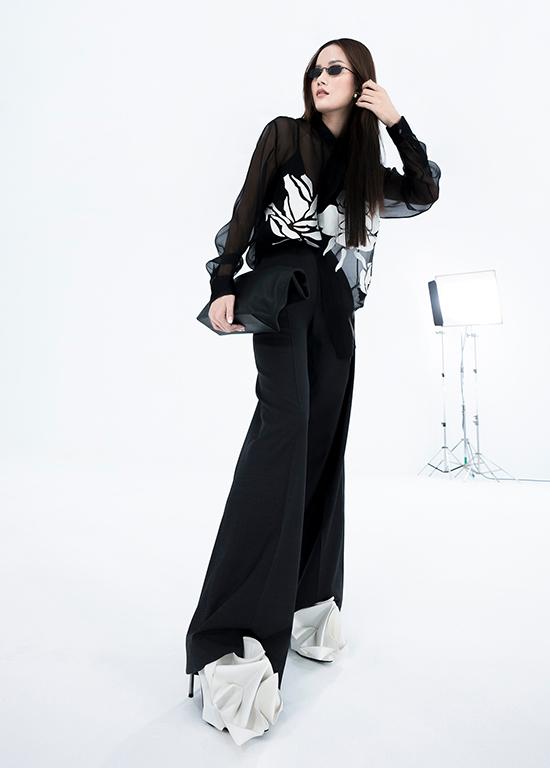 Tháng 9/2019, Trần Hùng đưa bộ sưu tập sang Anh tham gia London Fashion Week Xuân hè 2020. Ở mùa mốt Xuân Hè 2021, bộ sưu tập mới của anh cũng được giới thiệu tại tuần lễ thời trang uy tín này theo hình thức trực tuyến vì dịch Covid-19.