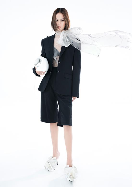 La Muse được lấy cảm hứng từ quán quân Vietnams Next Top Model 2015 Hương Ly - nàng thơ đồng hành cùng anh suốt chặng đường 5 năm làm nghề. Cô cũng là người mẫu duy nhất thể hiện tất cả thiết kế trong bộ sưu tập này.