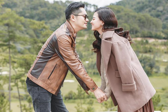 Minh Luân và bạn gái mới.