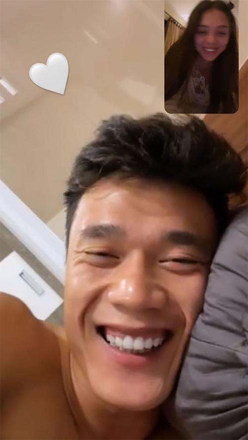 Bùi Tiến Dũng trò chuyện Facetime với bạn gái Dianka. Ảnh: Instagram.