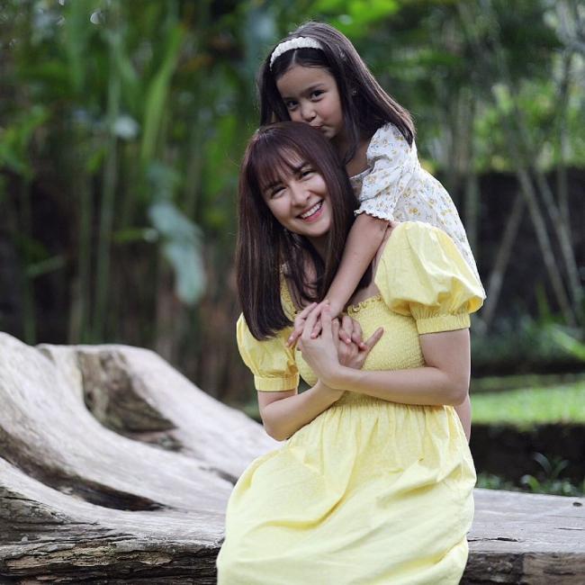 Hạnh phúc ngọt ngào của gia đình mỹ nhân đẹp nhất Philippines - 20