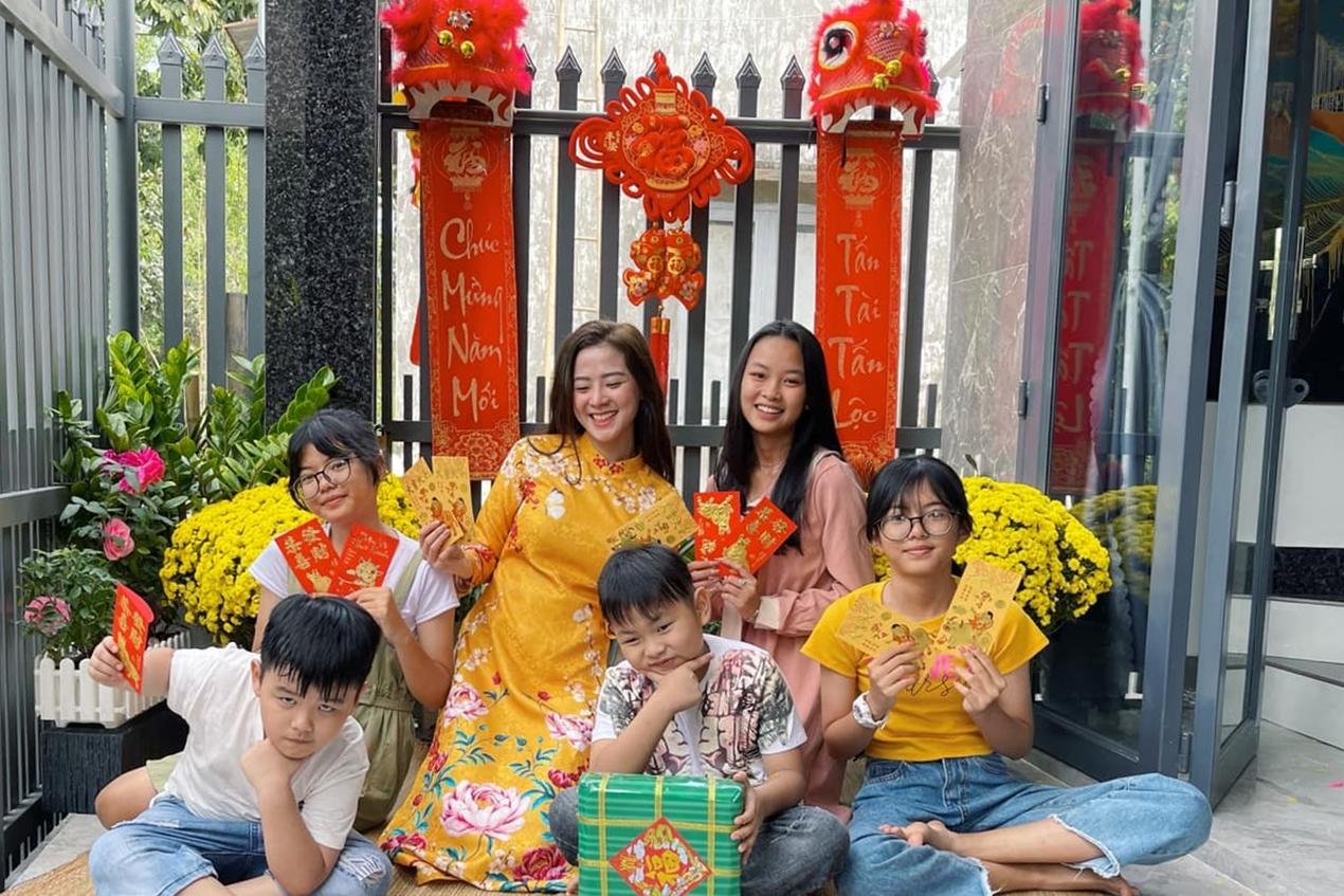 Thiên Hương quây quần bên gia đình dịp Tết Tân Sửu.