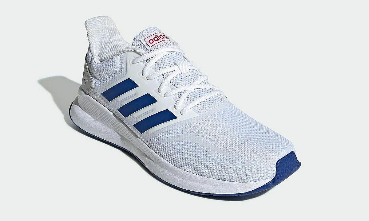 Giày thể thao chạy bộ Adidas Falcon Run EF0148qmàu trắng, size 42, thuộc phân khúc phổ thông của hãng, có thiết kế đơn giản, cổ điển mang nét đặc trưng của Adidas, dễ phối đồ và sử dụng trong mọi hoàn cảnh. Đôi giày mang đến cho người dùng cảm giác nhẹ nhàng và êm ái ngay khi chạm vào nhờ phần upper được làm từ vật liệu dạng sợi thoáng (mesh), lớp đế ngoài giảm sốc và lớp đệm lót ôm sát lòng bàn chân, phù hợp cho mọi hoạt động hàng ngày. Giá niêm yết 1,985 triệu đồng, giảm 37% còn 1,25 triệu đồng.