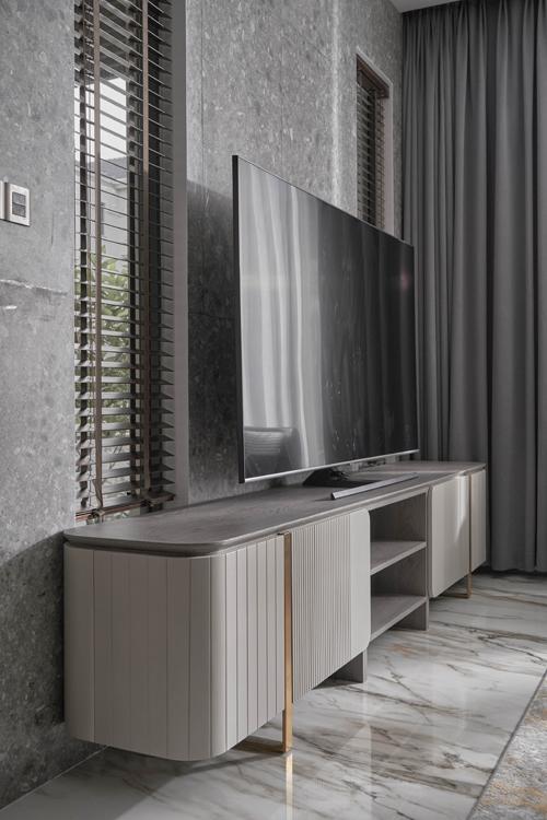 Tủ đựng TV và vách gạch ốp Terrazzo.