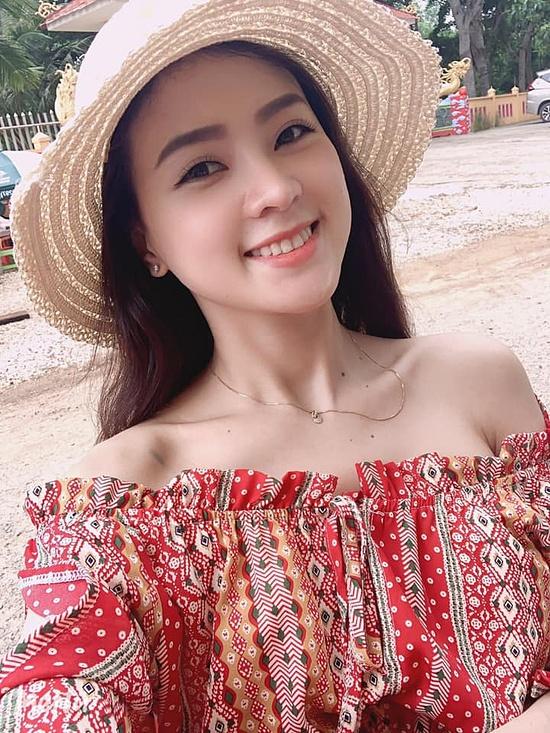 ở đời thường, bạn gái Minh Luân chuộng phong cách đơn giản, chỉ trang điểm nhẹ nhàng.