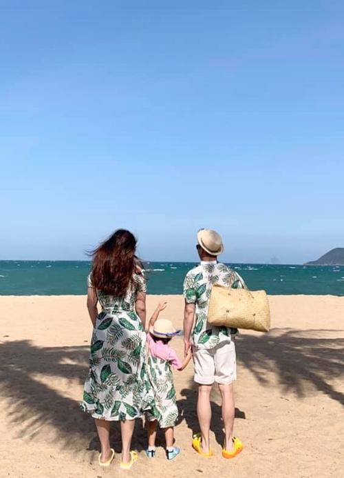 Đức An - Phan Như Thảo đưa con gái đi biển dịp Tết Tân Sửu.