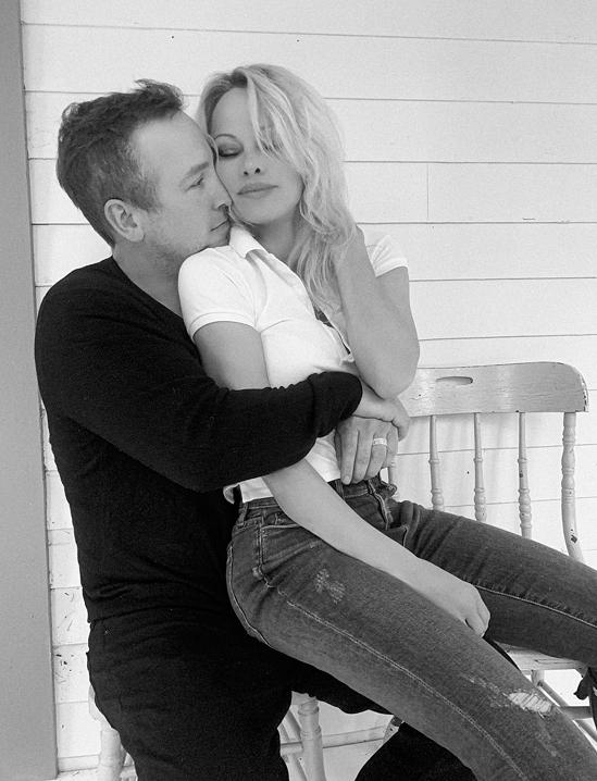 Pamela và người chồng thứ năm, Dan Hayhurst.