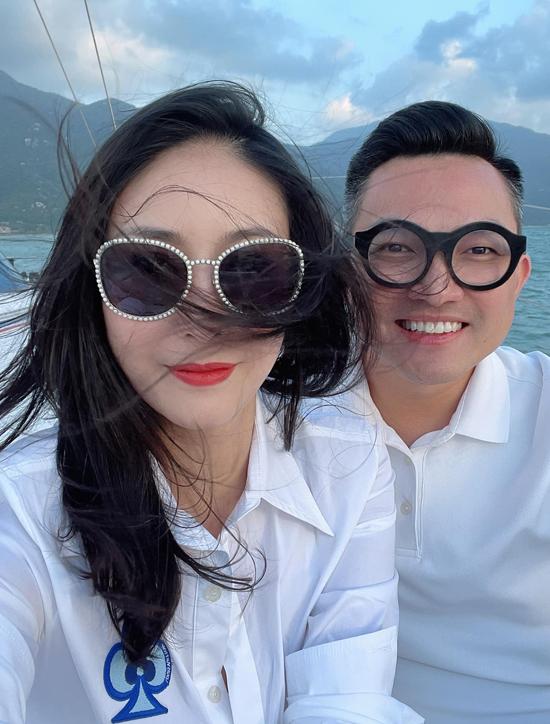 Chuyến đi còn có doanh nhân Tuấn Moon - bạn trai của diễn viên múa Linh Nga. Anh có mối quan hệ thân thiết với gia đình Hà Kiều Anh.