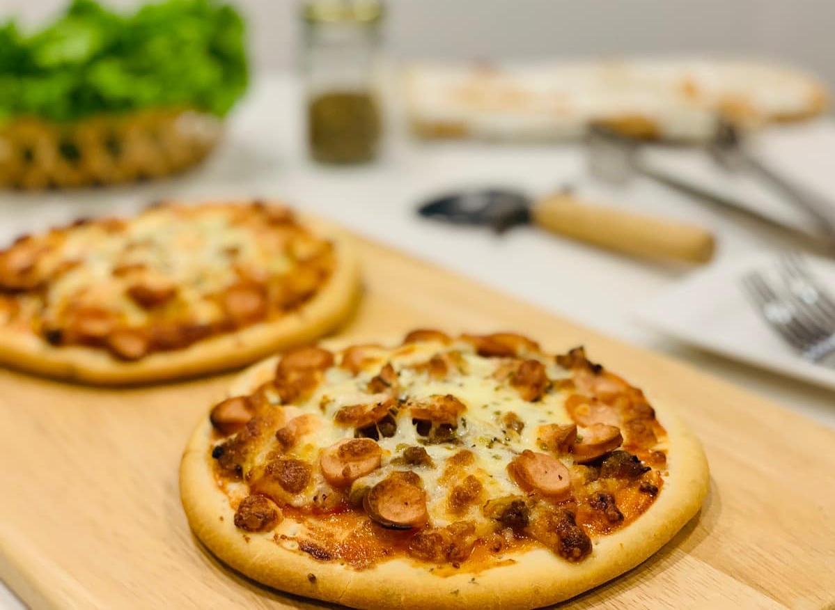 Hoa hậu Ngọc Hân làm pizza