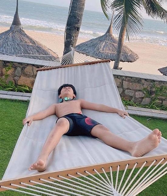 Bo thích thú tắm biển hay nằm thư giãn giữa không gian thiên nhiên thoáng đãng.