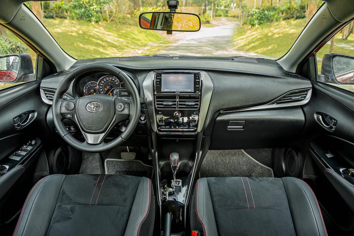 Nội thất Toyota GR-S.