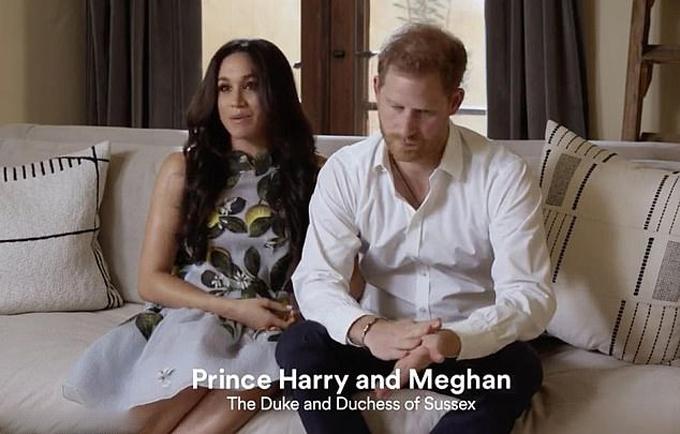 Vợ chồng Harry - Meghan xuất hiện trên video phát trên Spotify. Ảnh cắt từ video.